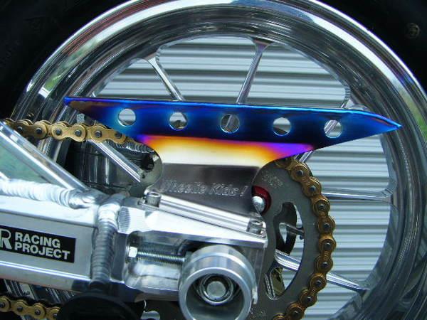 XR100M チタン製チェーンガード