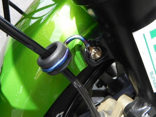 ブレーキホースガイドステー 事例ZRX1200R